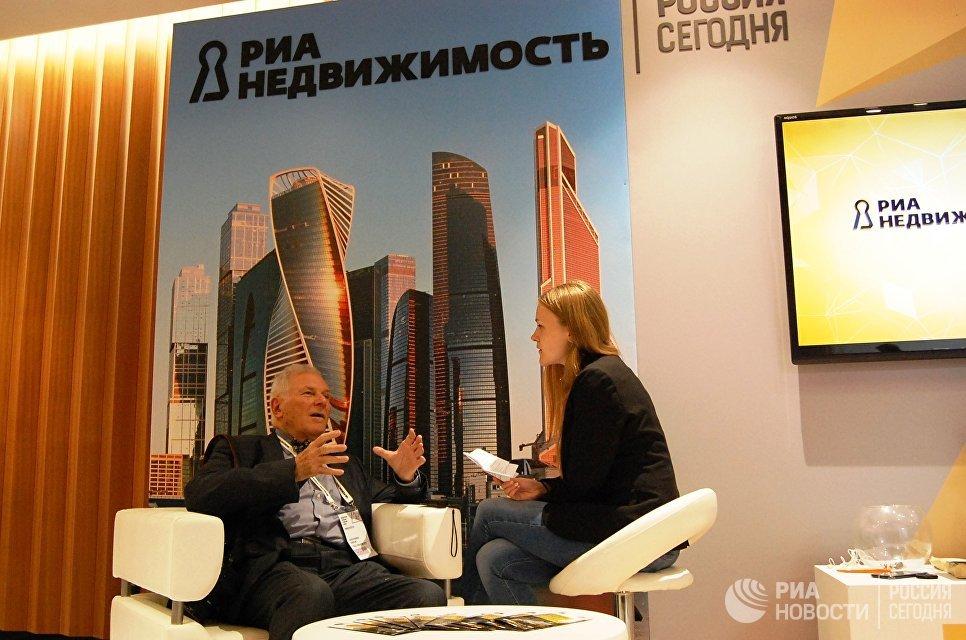 Александр Гарвин на стенде РИА Недвижимость