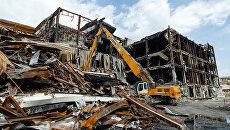 Демонтаж сгоревшего ТЦ Зимняя вишня. 27 июля 2018. Архивное фото