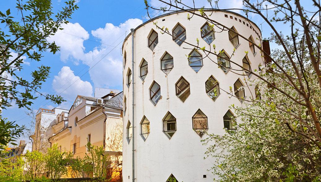 Дом Мельникова в Кривоарбатском переулке в Москве