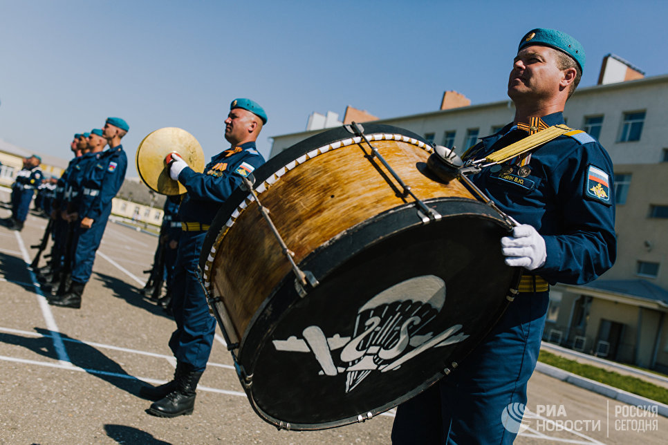 Торжественное мероприятие в воинской части в Иванове, посвященное 88-й годовщине образования Воздушно-десантных войск