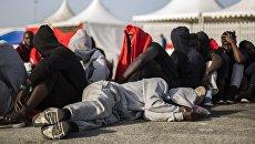 Мигранты в испанском порту. Архивное фото