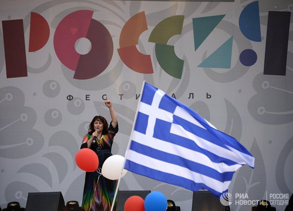 Певица Ксения Георгиади во время концерта на фестивале Многонациональная Россия в Москве