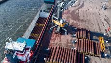 Погрузка труб для строительства трубопровода Северный поток-2