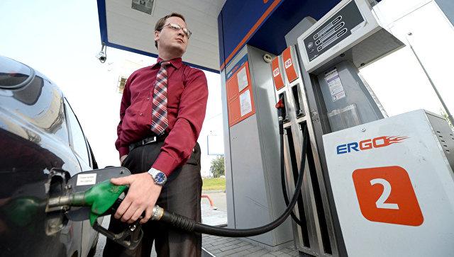 Медведев дал два дня на консультации с нефтяниками по ценам на бензин
