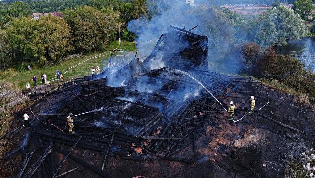 Сгоревшая церковь Успения Божией Матери в Кондопоге. Архивное фото