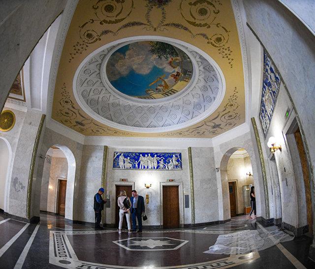 Холл в жилом доме на Котельнической набережной