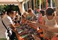 Индийский базар на фестивале индийской культуры, посвященном Дню независимости Индии, в парке Сокольники в Москве