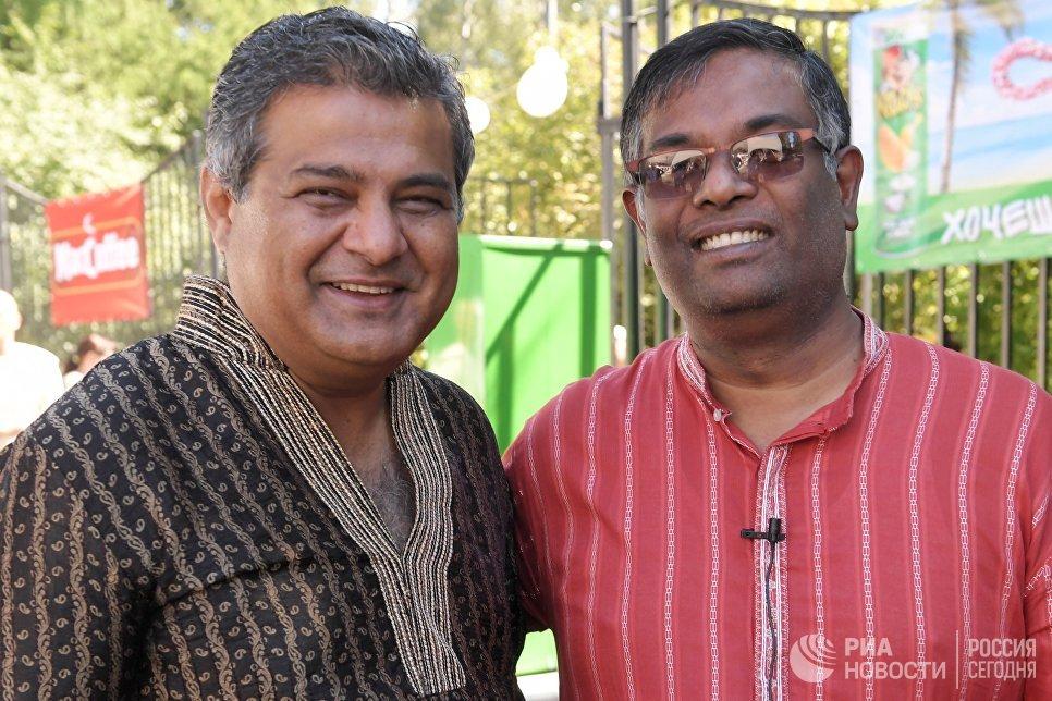 Президент Индийского национального культурного центра Сита,  руководитель ассоциации Индийский бизнес-альянс Сэмми Котвани (слева) и заместитель Главы Миссии Посольства Индии в России Гангадхаран Баласубраманиан