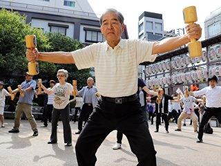 Пожилые японцы в Токио. Архивное фото