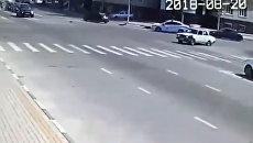 Нападение на полицейских в Чечне, стоп-кадр записи камеры видеонаблюдения. 20 августа 2018