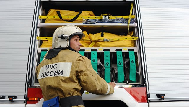 В Свердловской области локализовали пожар в ангаре с мебелью