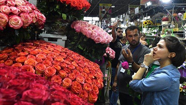 Житель Югры украл 90 роз для подарка новой знакомой