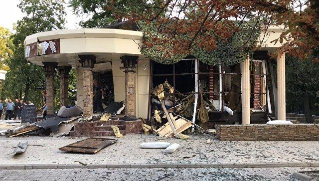 На месте взрыва в кафе Сепар в Донецке. Архивное фото