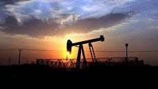 Нефтяной станок-качалка. Архивное фото