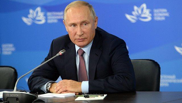 Президент РФ Владимир Путин на IV Восточном экономическом форуме