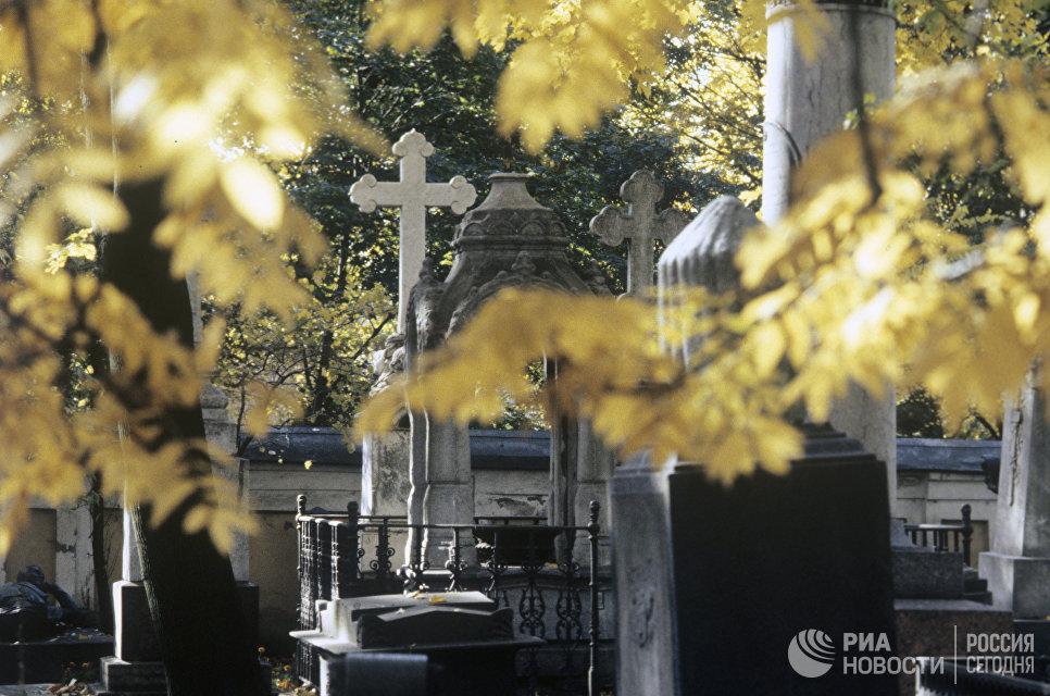 Могильные надгробия