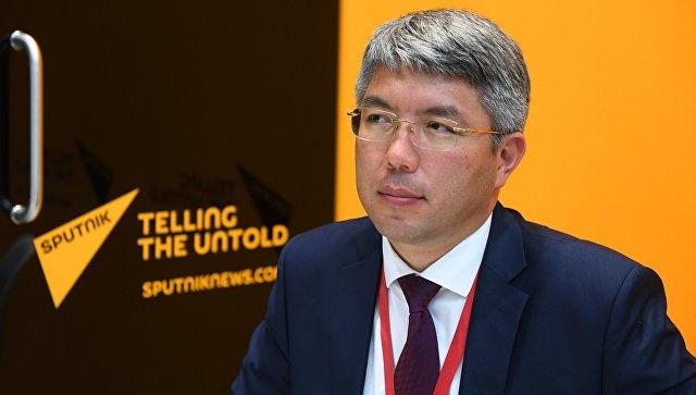 Глава Республики Бурятия Алексей Цыденов в радиорубке Sputnik на площадке IV Восточного экономического форума