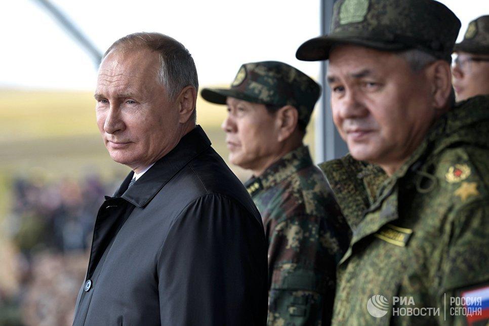 Владимир Путин на параде участников военных маневров Восток-2018 на забайкальском полигоне Цугол. 13 сентября 2018