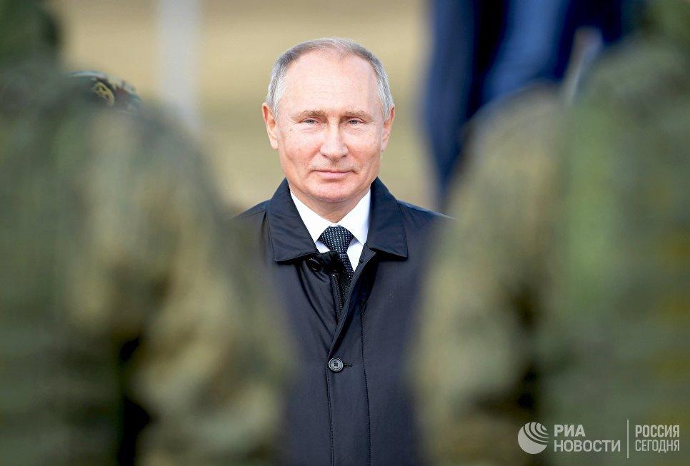 Владимир Путин во время полевого смотра войск после окончания основного этапа военных маневров Восток-2018 на забайкальском полигоне Цугол. 13 сентября 2018