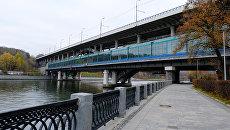 Лужнецкая набережная и мост Лужники в Москве