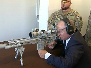 Путин проверил в действии снайперскую винтовку СВЧ-308 в парке Патриот