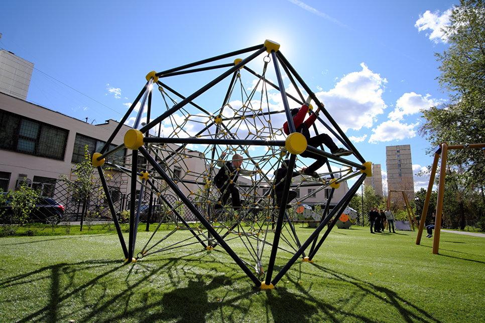 Игровая площадка для подростков в Обручевском районе