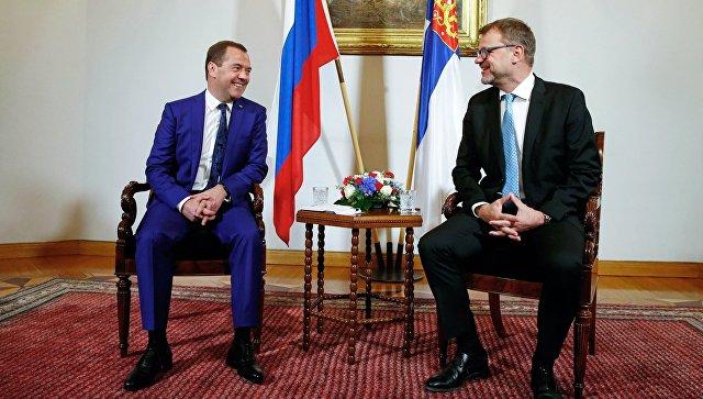 Председатель правительства РФ Дмитрий Медведев и премьер-министр Финляндии Юха Сипиля во время беседы в Доме приемов правительства Финляндии. 26 сентября 2018