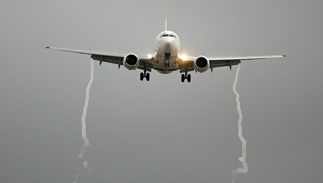 В Красноярске Boeing-738 аварийно сел сразу после взлета