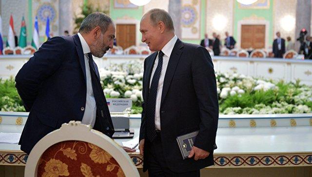 Путин не расставался с томом Пушкина на подписании документов саммита СНГ