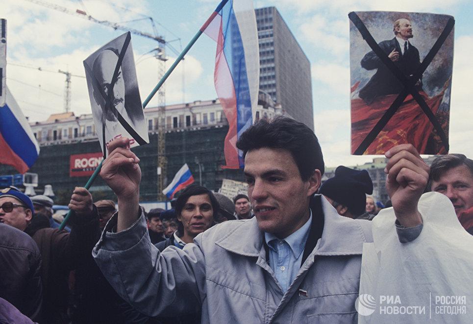Митинг на Манежной площади в поддержку президента России Бориса Ельцина.