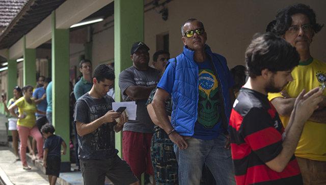Очередь во время выборов в Рио-де-Жанейро, Бразилия. Архивное фото