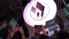 Новая продукция компании Google во время презентации. Архивное фото