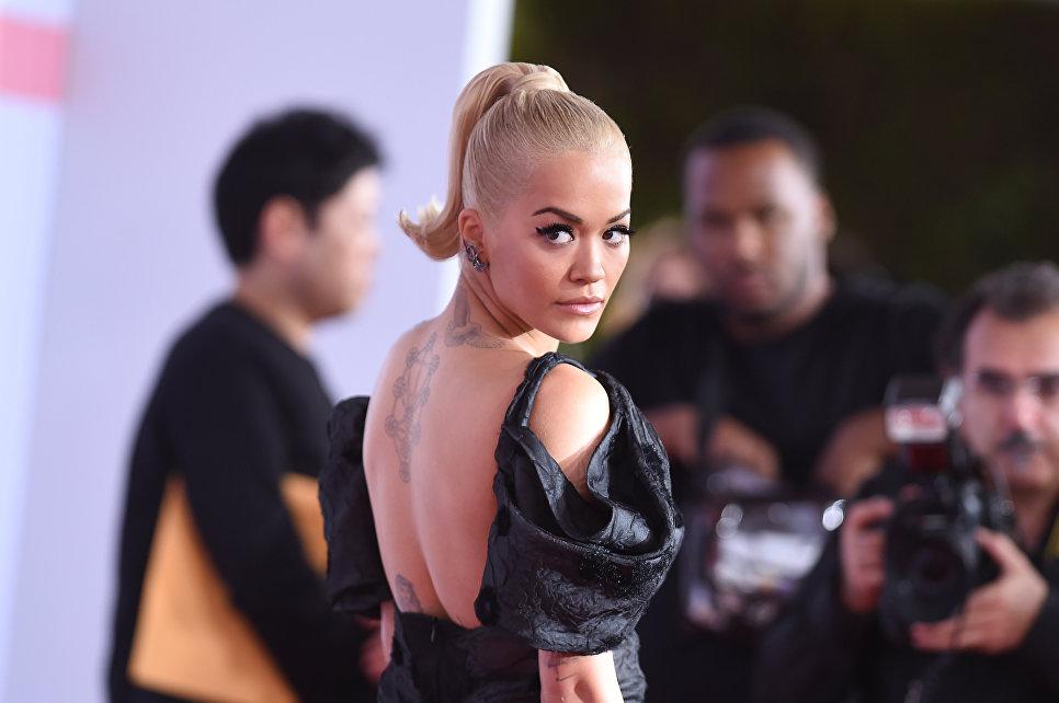 Рита Ора на церемонии награждения American Music Awards в Лос-Анджелесе