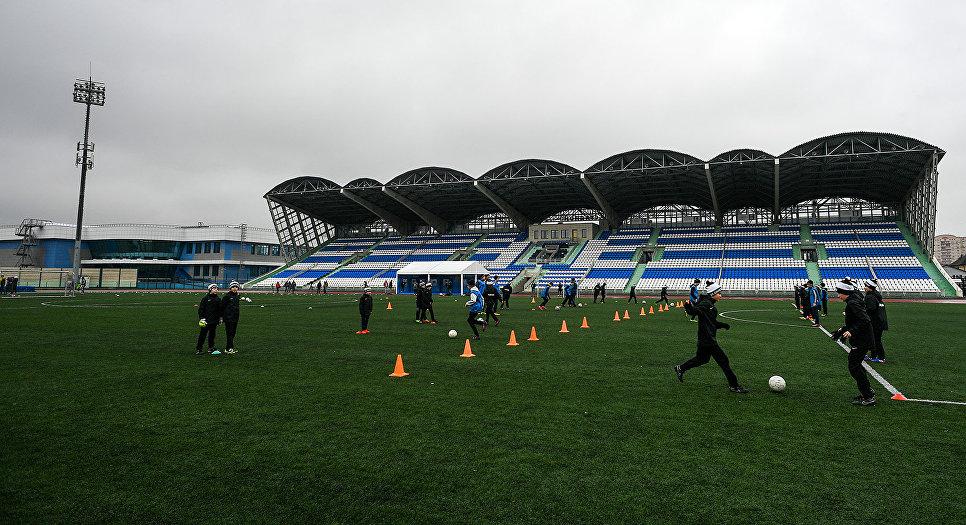 Тренировка на стадионе. Архивное фото