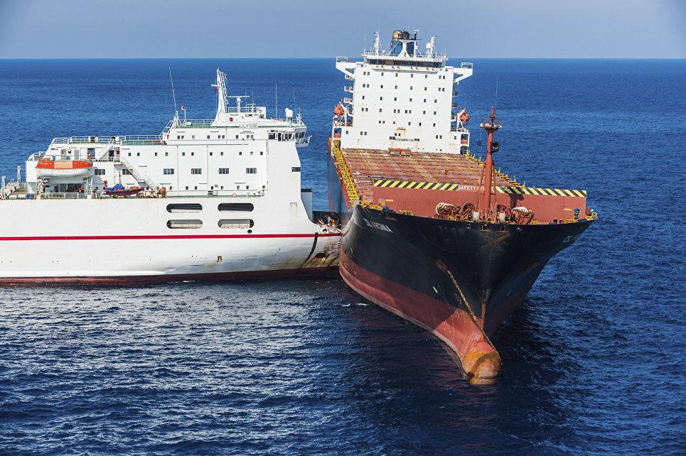 Столкновение тунисского и кипрского кораблей у берегов Корсики в Средиземном море