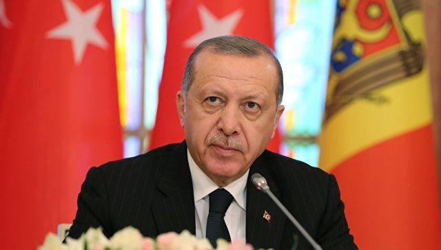 Президент Турции Реджеп Тайип Эрдоган после церемонии подписания совместной декларации о стратегическом сотрудничестве двух стран. 17 октября 2018