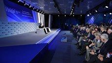 Президент РФ Владимир Путин на пленарной сессии XV ежегодного заседания Международного дискуссионного клуба Валдай. 18 октября 2018