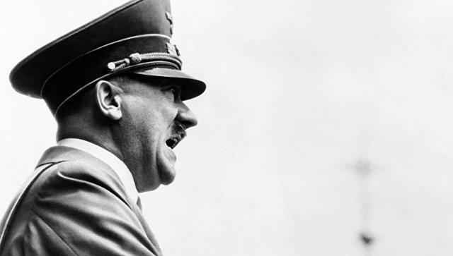 Адольф Гитлер. 1 мая 1938 года