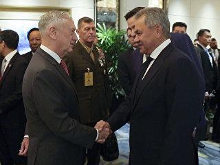 Встреча министров обороны России и США Сергея Шойгу и Джеймса Мэттиса на полях Пятого совещания министров обороны АСЕАН. 20 октября 2018