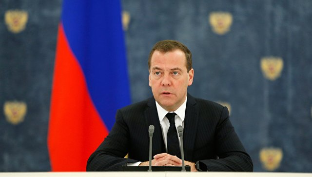 Медведев рассказал о цифровизации транспорта и логистики