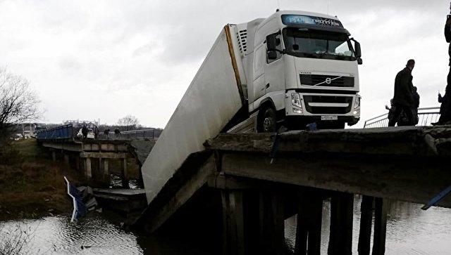 В Приморье задержали водителя фуры, подозреваемого в обрушении моста