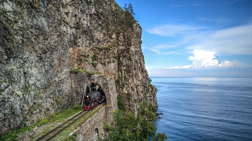 КБЖД. Паровоз, выезжающий из тоннеля Столбы-1.