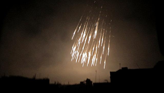 Бомбардировка снарядами с белым фосфором в Сирии. Архивное фото