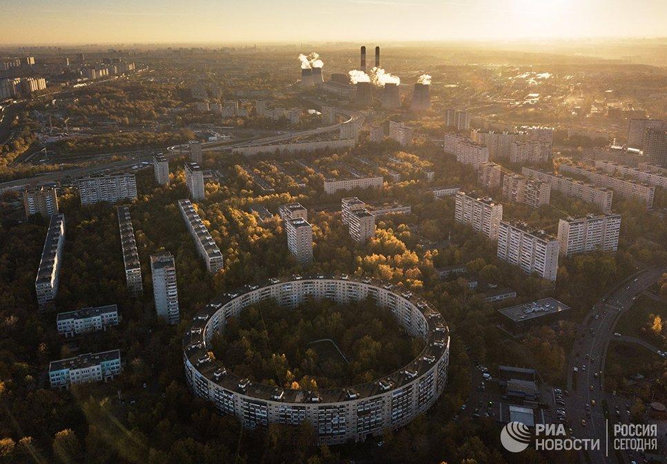 Круглый дом на улице Нежинская в Москве