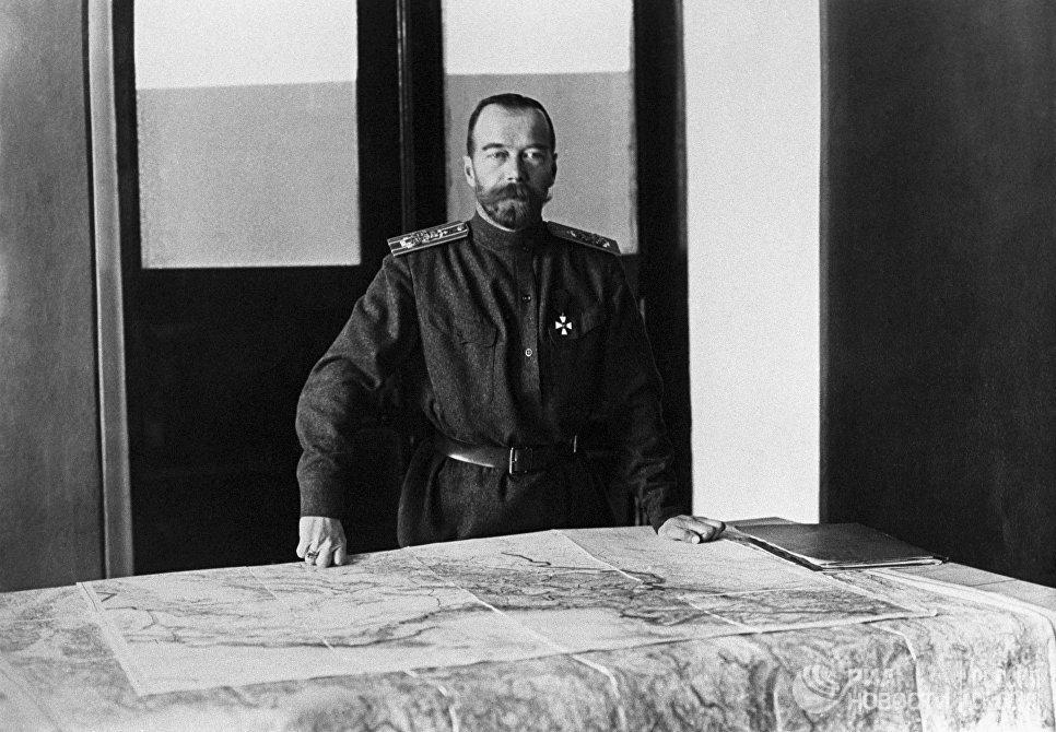 Первая мировая война, 1914 — 1918 год. 23 августа (5 сентября) 1915 года Николай II принял на себя звание Верховного главнокомандующего. В Ставке Верховного главнокомандующего в г. Могилеве, Белоруссия. 1915 год.
