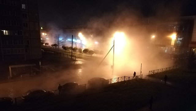 На месте прорыва трубопровода в Колпинском районе Петербурга