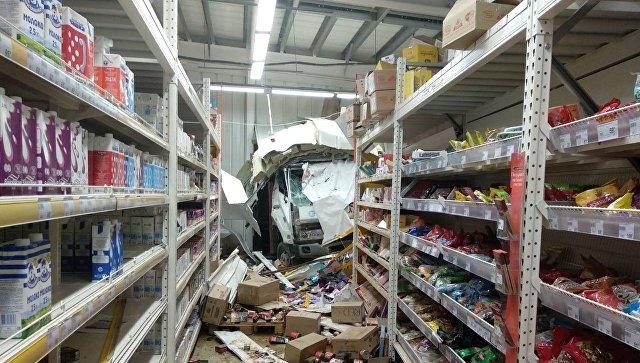 Сбитая въехавшим в супермаркет грузовиком иркутянка находится в реанимации
