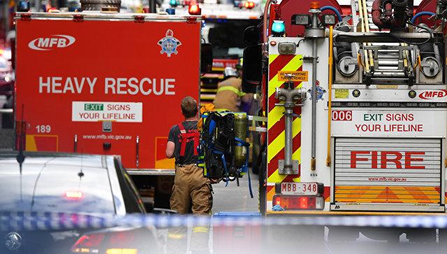 Службы спасения на месте нападения мужчины с ножом в центре Мельбурна, Австралия. 9 ноября 2018