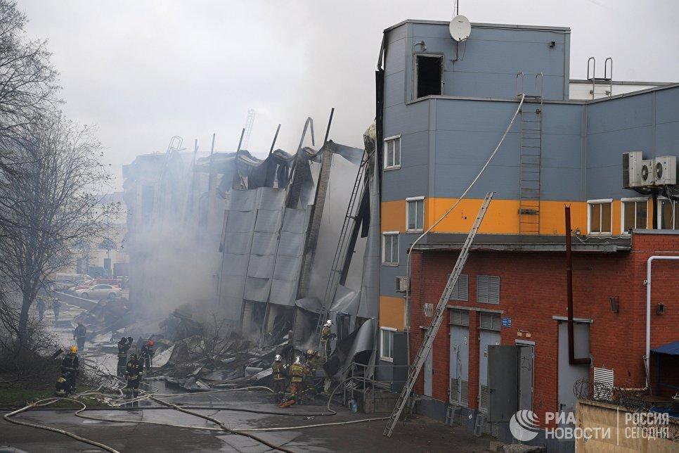 При пожаре в гипермаркете в Петербурге никто не пострадал, сообщили в МЧС
