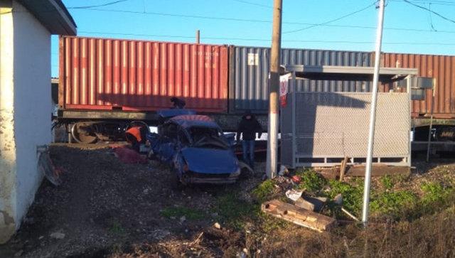 В Башкирии легковушка столкнулась с грузовым поездом